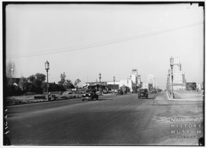 Another view looking west along Wilshire Boulevard towards La Brea Avenue, circa 1932. [Seaver Center Collection; Los Angeles Museum of Natural History]