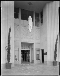 Another view of the Wilshire Tower entrance, circa 1930. (Mott-Merge Collection; California State Library)