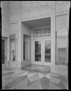 Closer look at Wilshire Tower entrance, circa 1930. (Mott-Merge Collection; California State Library)