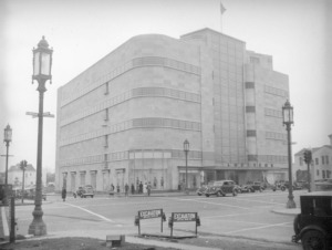Coulter's Department Store, circa 1938. This view looking southwest at Wilshire and Hauser boulevards includes the Coulter's department store. (Herman J. Schultheis Collection; Los Angeles Public Library)