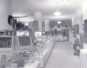 Coulter's interior with display cases, circa 1950. (Noirish Los Angeles; Skyscraperpage.com)
