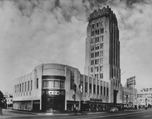 Desmond's Building (Wilshire Tower), circa 1940. [Seaver Center Collection; Los Angeles Museum of Natural History]