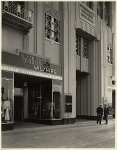 Dominguez Wilshire Building entrance, 5410 Wilshire Boulevard, circa 1931. (Mott-Merge Collection; California State Library)