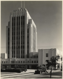 View from across Cloverdale Avenue of the rear of the Dominguez Wilshire building, circa 1931. (Mott-Merge Collection; California State Library)
