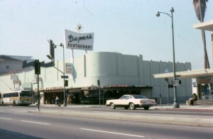 Du-par's Miracle Mile location was at 5601 Wilshire Boulevard, 1978. (Marlene Laskey Collection; Los Angeles Public Library)