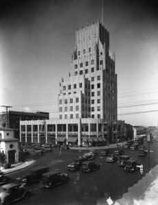 The E. Clem Wilson Building located at 5217 Wilshire Boulevard, was designed by Meyer & Holler and built in 1930; it is a Los Angeles Historic-Cultural Monument. (Top: Ralph Morris Collection; Los Angeles Public Library – Bottom: Justin Fields)