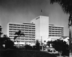 Exterior view of the Prudential Building on Wilshire Boulevard in the Miracle Mile, circa 1950. View is of the south facade of the building on the Miracle Mile section of Wilshire Blvd. Building was built in 1948 by Architects Wurdeman and Becket. Years later, it was renamed Museum Square (in 2015 it was renamed SAG-AFTRA Square). (Security Pacific National Bank Collection; Los Angeles Public Library)