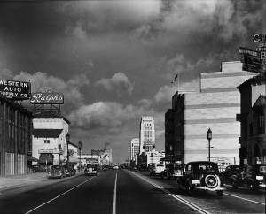 Facing west on Wilshire Boulevard at Hauser Boulevard. Western Auto Supply Company, Ralph's Supermarket, and Bank of America (left); Coulter's Department Store (right). Photograph circa 1938. (Dick Whittington Studios; USC Digital Library)