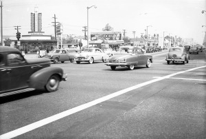 The intersection of Fairfax Avenue and Wilshire Boulevard looking at Simon's Drive In restaurant on the northwest corner; circa 1950s.