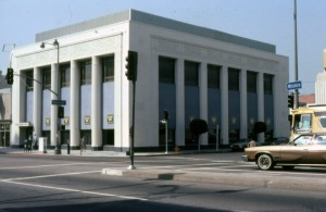 Looking northwest across the intersection of Wilshire Boulevard and Dunsmuir Avenue towards an Art Deco and Egyptian revival style office building when it was occupied by Wilshire Insurance Company, 1978. Located at 5505 Wilshire Boulevard, this structure was originally constructed in 1930 as a branch office of the Seaboard National bank. It was designed by Frank Rasche. It later served as a branch office of the Bank of America and now serves as the Korean Cultural Center. (Marlene Laskey Collection; Los Angeles Public Library)