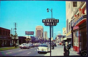 Miracle Mile (1960). Looking East on Wilshire from La Brea/Wilshire. Chrome postcard. Source: Unknown.