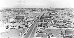 Miracle Mile, cira 1929. Looking east along Wilshire Boulevard from the Desmond's building. The intersection in the foreground is Wilshire and Cochran.