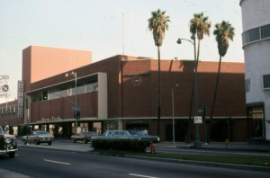 Harris and Frank clothing store at Wilshire and Ridgeley, 1978. It was originally constructed for Mullen and Blulett. (Marlene Laskey Collection; Los Angeles Public Library)