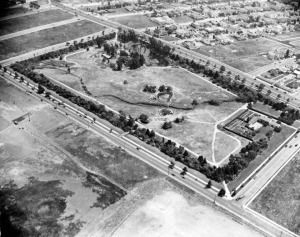 Aerial view of La Brea Tar Pits in Hancock Park, circa 1924. Looking from north of 6th St with Curson on the east (top), Ogden on the west (bottom),  and Wilshire diagonally disecting the upper portion of the photo.