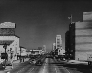 "Looking east along Wilshire at Hauser, circa 1935. Ralph's Supermarket on the left; Coulter's Department Store on the right. (""Dick"" Whittington Photography Collection; USC Digital Library)"
