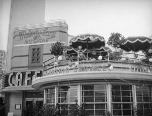 The Melody Lane Cafe featured outdoor dining on its rooftop patio. Photograph circa 1937. (Herman J. Schultheis Collection; Los Angeles Public Library)