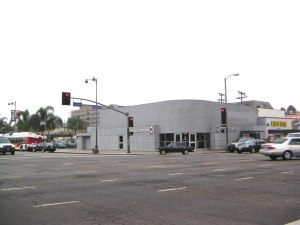 Metro Customer Service Center on the northwest corner of Wilshire and La Brea, circa 2000.