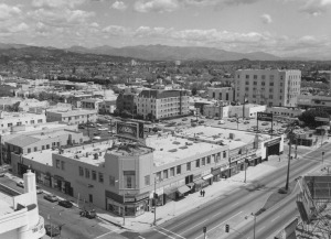 Panoramic view looking northeast from Wilshire and Cloverdale, 1983. (William Reagh Collection; Los Angeles Public Library)