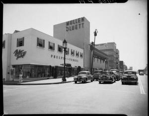 Phelps Terkel and Mullen Bluett buildings, Wilshire Boulevard and Burnside Avenue, Los Angeles, 1949. (Adelbert Bartlett Papers, Department of Special Collections, Charles E. Young Research Library, UCLA)