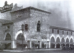 A Pig'n Whiste restaurant (see sign on roof) was located in the Ralph's Market building from 1929 to 1938. The restaurant was closed when the Pig'n'Whistle company opened its new upscale restaurant, Melody Lane, at Detroit and Wilshire.