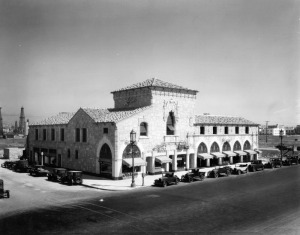 Ralphs arcade-style building on Wilshire and Hauser Blvd. in 1928. Small shops in the building include Dent Music Company and Tom Campbell Nuts. (Ralph Morris Collection; Los Angeles Public Library)