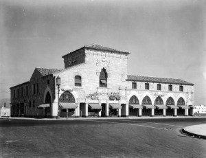 Ralph's Market at Hauser and Wilshire Boulevards, circa 1930s. The Spanish Colonial Revival building with a sidewalk arcade was designed by Morgan, Walls and Clements and constructed in 1928. It was demolished in the early 1980s and replaced with a modern structure.