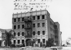 The Sonoma Apartments at 631 South Dunsmuir Avenue on December 10, 1935, which for sale for $57,500 – a substantial sum for the time. (Security Pacific National Bank Collection; Los Angeles Public Library)