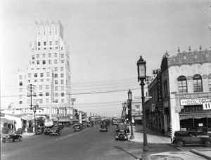 Photograph of a view of Wilshire Boulevard seen from Detroit Street, May 1932. (California Historical Society Collection, 1860-1960: USC Digital Library)
