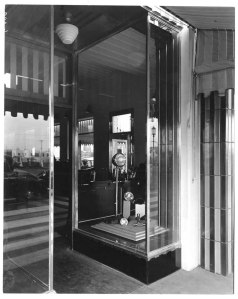 Western Auto Supply Co. display window, circa 1933. (Mott-Merge Collection; California State Library)