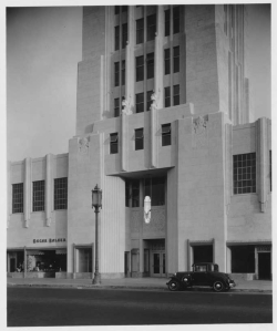 Wilshire Tower (aka Desmond's Buiding) entrance, circa 1930. (Mott-Merge Collection; California State Library)