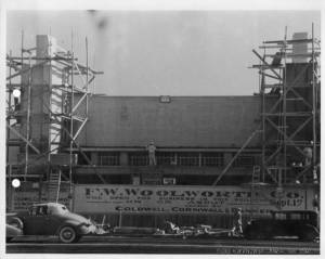 The Woolworth store under construction at 5460 Wilshire Boulevard under construction, circa 1932. (CSUDH Digital Collections)